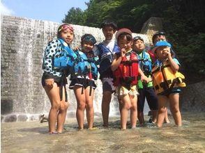 【福島・裏磐梯】4歳から参加OK!家族で楽しむ夏の川遊び!高森川ウォーターハンティングの魅力の説明画像