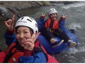 【山梨・富士川】日本三大激流でラフティング体験!半日コースの魅力の説明画像