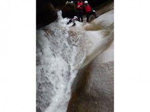 【愛媛・滑床渓谷】ハーフDAYキャニオニングツアー!温泉チケット&ツアー写真プレゼント♪の魅力の説明画像