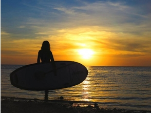 【Onna village / about 2 hours】 Sunset SUP | Cruising the coastline in the sunset! An exciting experience at the end of the day! Explanation image of charm