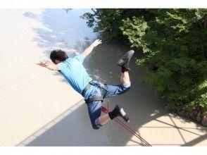 【北海道・日高】川に向かってジャンプ!ブリッジスウィング体験の魅力の説明画像