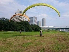 【東京・世田谷】中学生以上参加可能。多摩川河川敷で1時間のパラグライダー体験。青空に飛び立とう!の魅力の説明画像