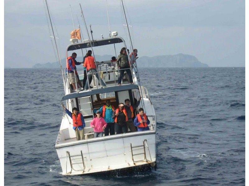那覇泊港北岸に集合高速船クイーンざまみに乗船
