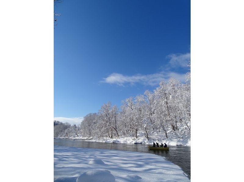 ゆっくりと川を下りながら景色を楽しみましょう