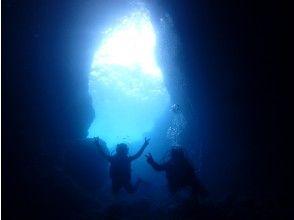 在藍洞體驗潛水