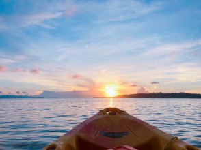 Row a kayak and look at the sky freely