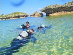 在浅水中练习