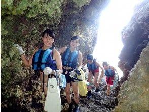 崖を登り洞窟に到着