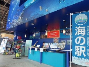 [When held at 9 o'clock] Reception counter in Uminchu Wharf-Name <Chatan Town Fisheries Cooperative General Information Center>