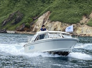 A fashionable comfort boat type that can be used on an open deck both onboard and outboard.