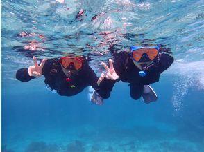 开始浮潜并在蓝色洞穴中漫步!