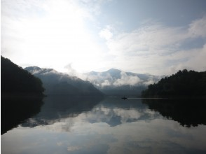 The lake in the morning is your chance to take a picture!