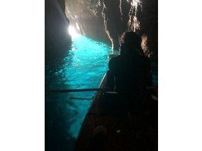 夏は青の洞窟。