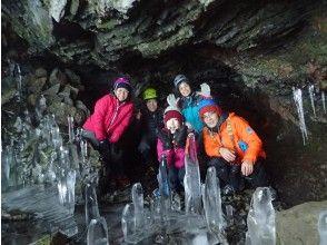 洞窟内の氷筍たち!