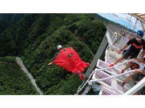 日本一の高さ215mからジャンプ!