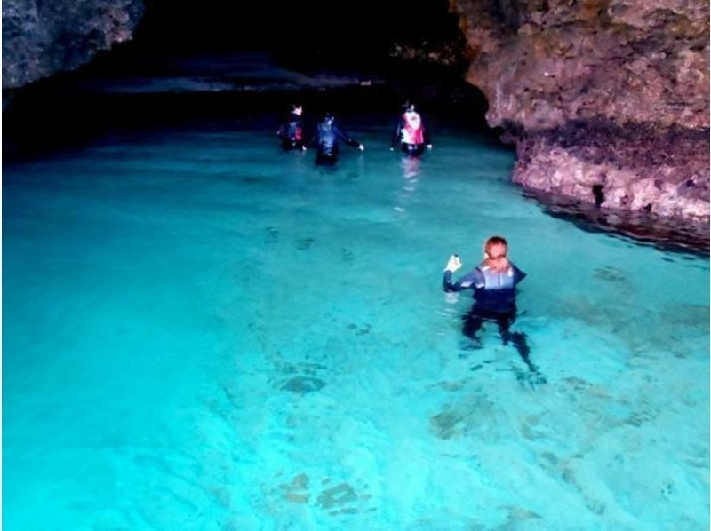 洞窟内探検