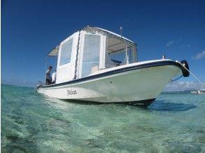 ボートで幻の島へ向け出発!