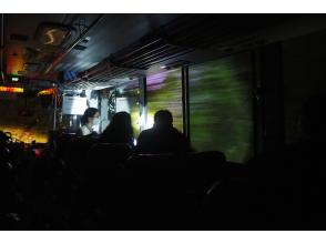 低公害バスが千手ヶ浜を出発
