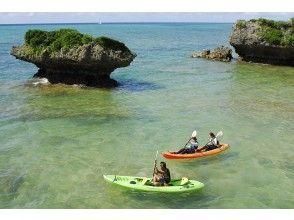 カヤックツアーに出発。透明度の高い沖縄の海を水面上から堪能