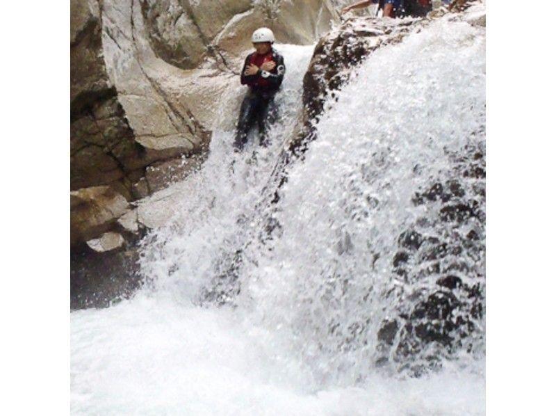 しずくの滝で滝落ちだ!
