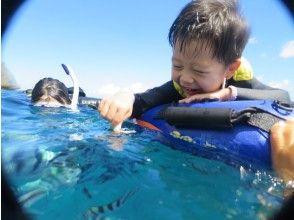 【熱帯魚たちへのエサやり体験】
