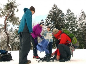 Lecture on how to use snowshoes