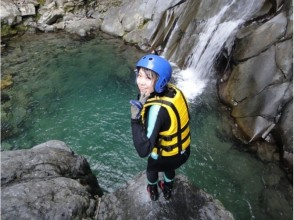 溪谷最大の滝つぼに到着(午後コース14:15)