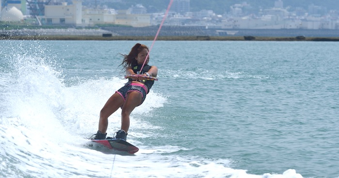 Let's participate in the wake board tournament