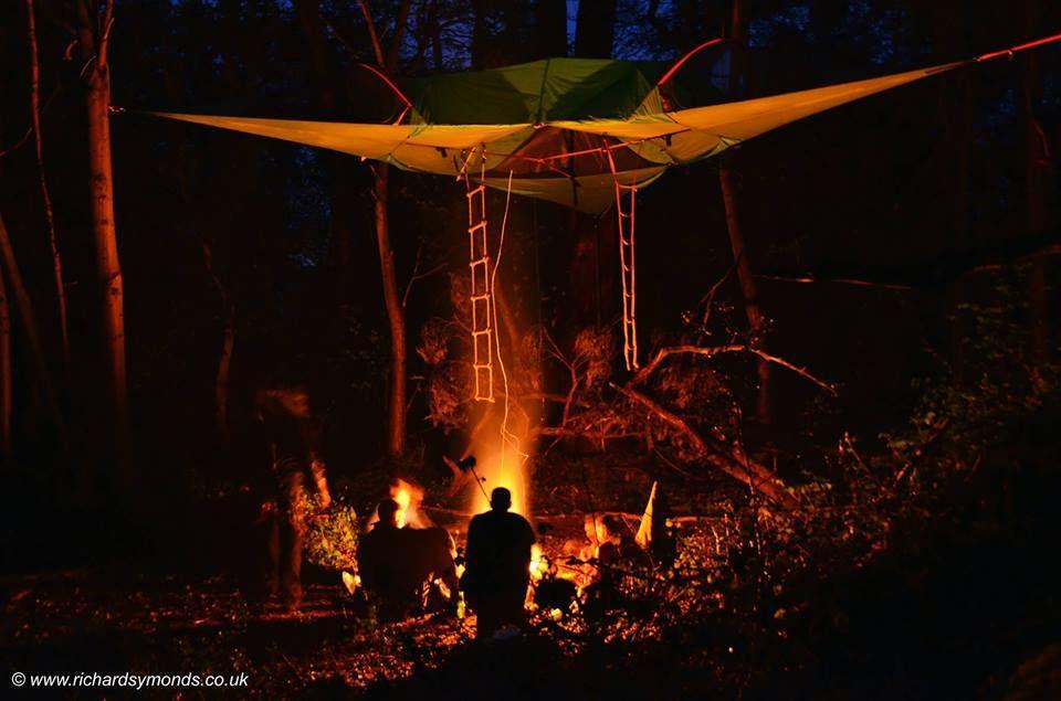 いま話題の空中に浮かぶテント「テントサイル」