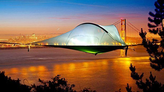 空中に浮かぶテント2