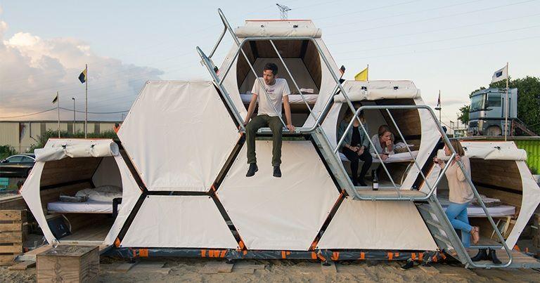 これ良いな~!50名も宿泊可能な組み立て式キャンピングハウス!!