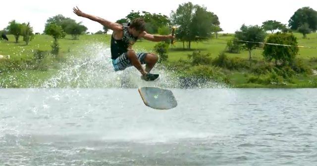 ウェイクボードとは違う!?水上スケートボードが凄い!!