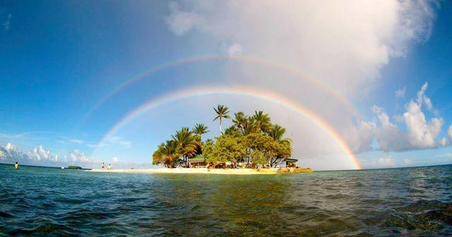 美しい。虹がまたがる島『ジープ島』。