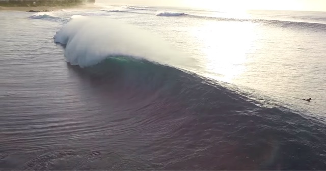 Drone(ドローン)で撮影された『サーフィン』映像が素晴らしい。