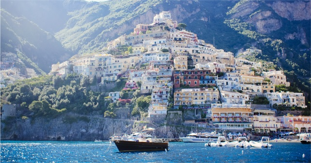 美しすぎる海に囲まれた小さな島、イタリア『カプリ島』。