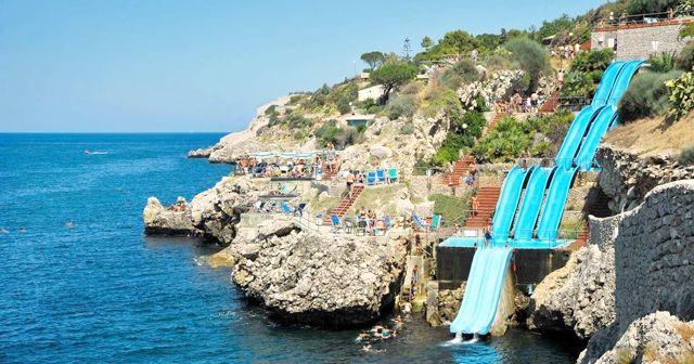 イタリア『Citta del Mare Hotel Village』にある素敵なウォータースライダー!