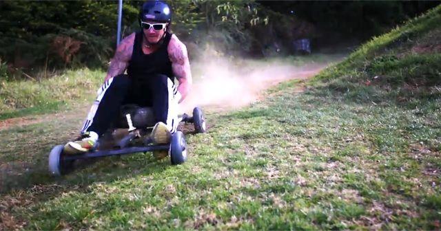 坂道を激走!『Grass Kart Racing(グラスカートレース)』が楽しそう!!
