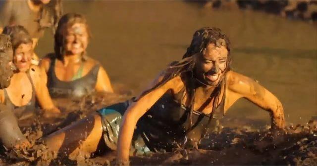 雪合戦ならぬ「泥合戦」!!泥んこまみれの『Mud Fight(マッドファイト)』が楽しそう!!