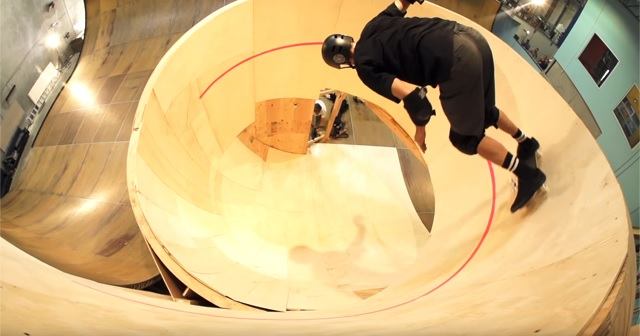 スケートボードの神、TonyHawk(トニー・ホーク)が挑む『Spiral Loop』!!