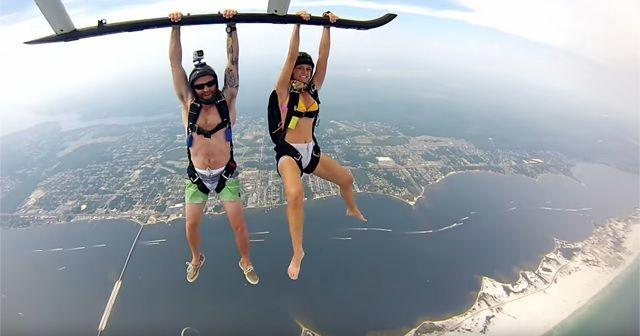 フロリダでの『スカイダイビング』!!この人たち余裕ですが…