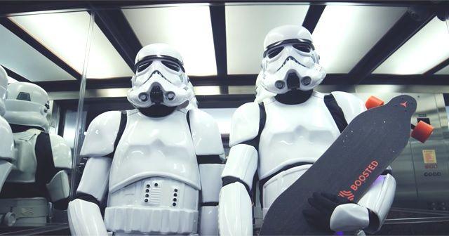 STAR WARSの機動歩兵「ストーム・トルーパー(Storm Trooper)」が電動スケートボードでやりたい放題!!