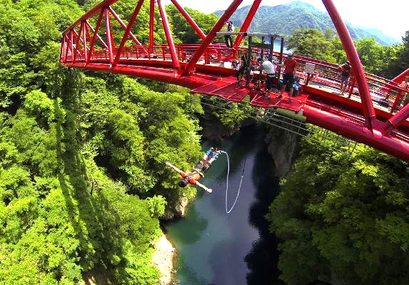 Experience by flying over bungee jumps across Japan