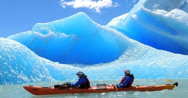 パタゴニアの氷河をカヌー