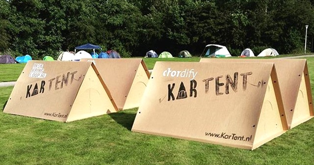 欧米キャンプフェスシーンで注目される段ボール製のテント『KAR TENT』。