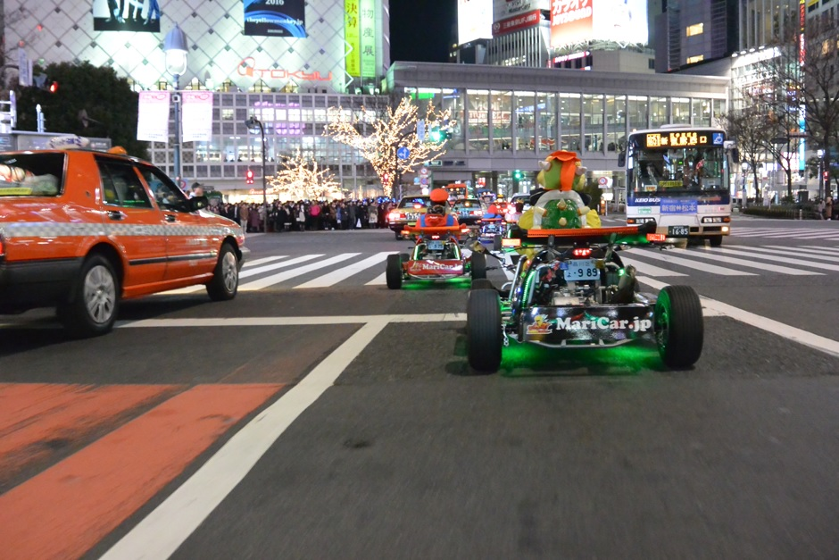 Thanks to this scrambled intersection that Real Mario Kart is paying attention in Shibuya