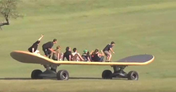 メガトン級のスケートボードで遊んでる『Giant Skateboard DESTROY EVERYTHING!! Funny Fail?』が楽しそう!