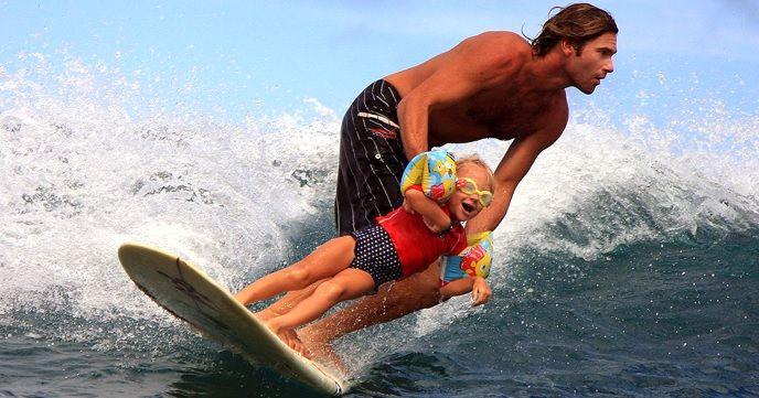 親子でサーフィンやSUP。夏になったら子供と一緒に海に出掛けよう。