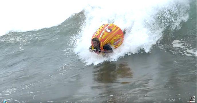 これは楽しそう!『SUMO TUBE SURFING(スモーチューブサーフィン)』!!