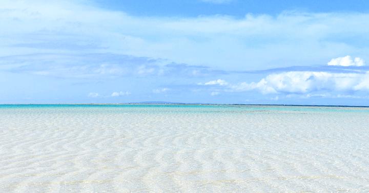 【今こそ絶対いくべき】世界屈指の透明度を誇る幻のビーチ