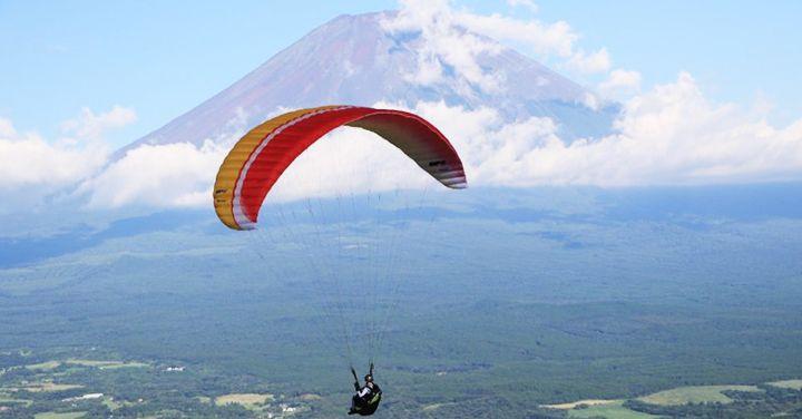 """[ฟูจิ paraglider] Shizuoka จังหวัด Fujinomiya Asagiri ที่ราบสูงของร้านค้ายอดนิยม """"โรงเรียนหมอกในตอนเช้าที่ราบสูงร่มร่อน."""""""